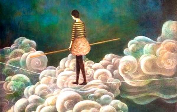 mulher-cruzando-nuvens