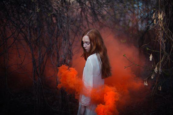 mulher-nuvem-vermelha