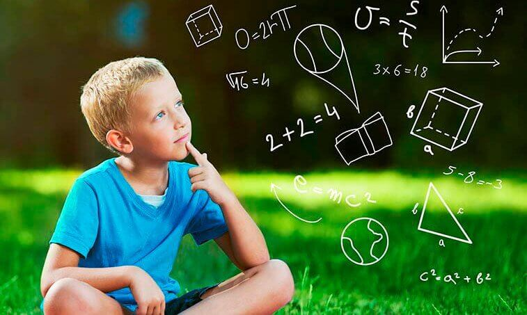 crianca-pensando-matematica