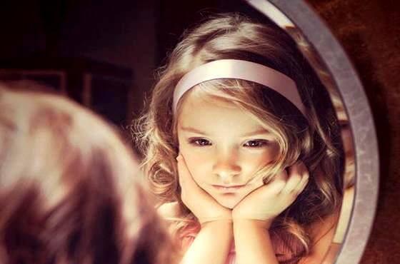 Pequenos adultos: crianças que sabem o que os adultos ignoram