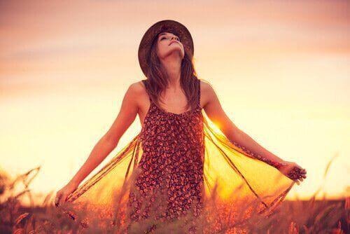 mulher-por-do-sol
