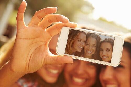 5 mensagens que uma selfie transmite sobre você