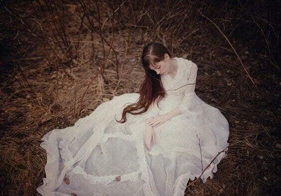 mulher-com-vestido-branco