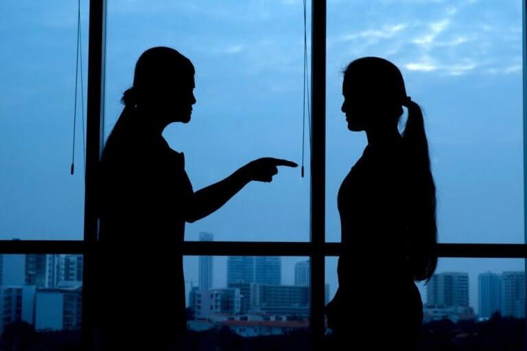 mulheres-discutindo