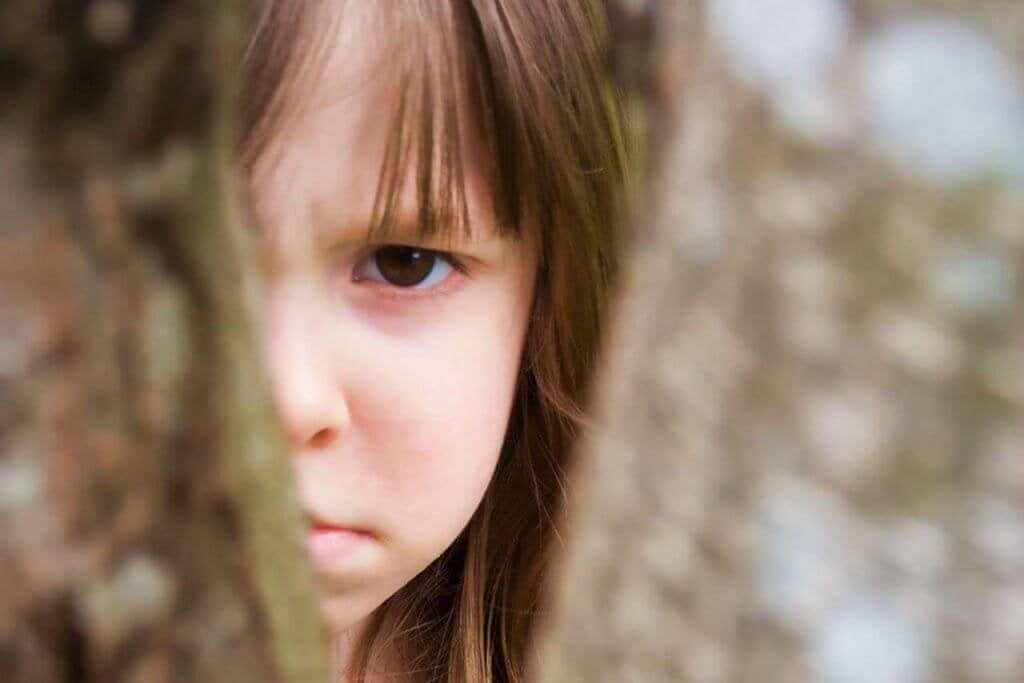 criança-triste-por-violencia-na-familia