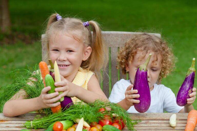 criancas-com-verduras