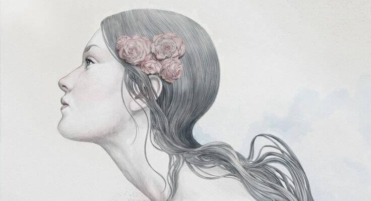 mulher-com-flores-no-cabelo