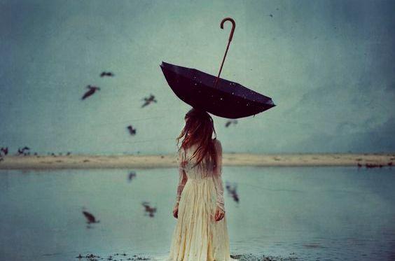 mulher-com-guarda-chuva
