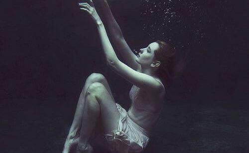 mulher-fundo-do-mar