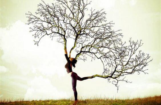 mulher-ramos-arvore