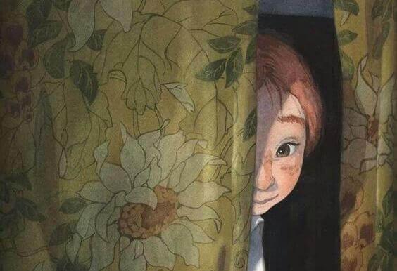 crianca-atras-da-cortina