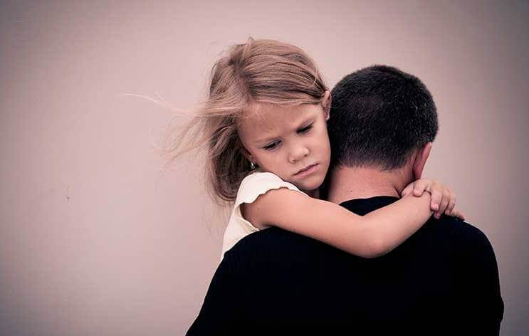 5 marcas emocionais nos filhos de pais alcoólatras