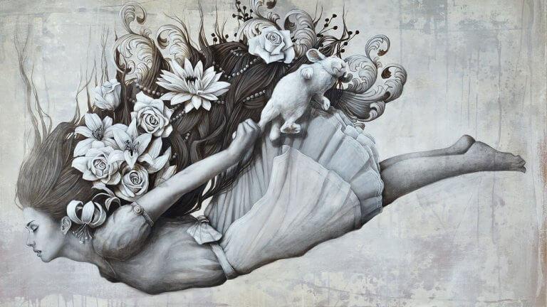 menina-caindo-com-flores