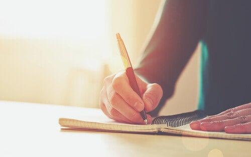 homem-escrevendo
