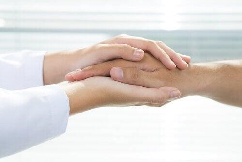 mao-medico-e-paciente