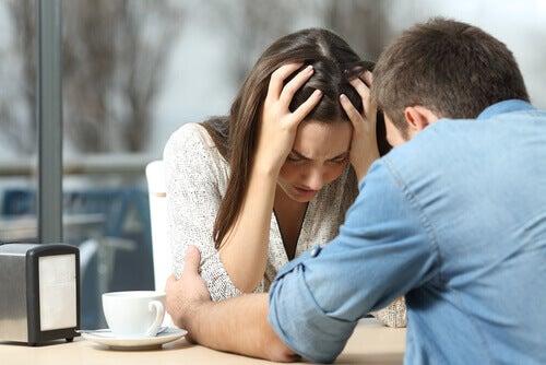 casal-discutindo