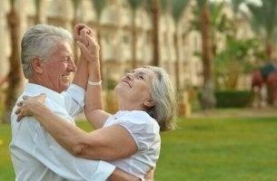 Não existem pessoas muito velhas, existem pessoas com muitas desculpas
