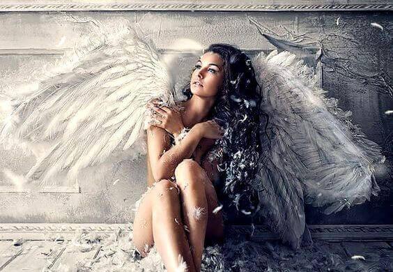 mulher-asas-de-anjo