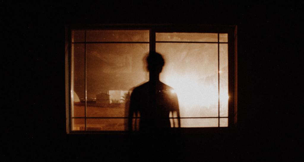 homem-janela-panico