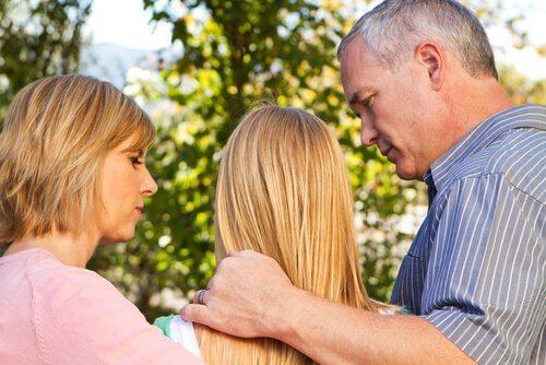 pais-com-filha-adolescente