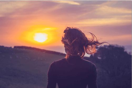 mulher-nascer-do-sol