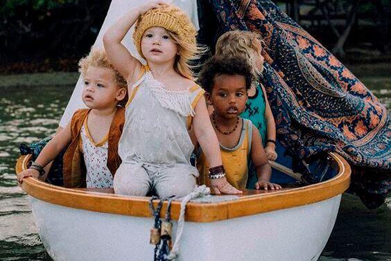criancas-em-barco