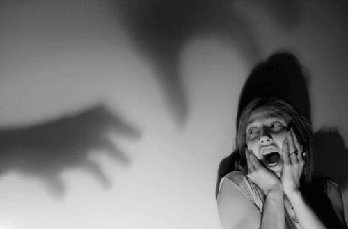 mulher-com-medo
