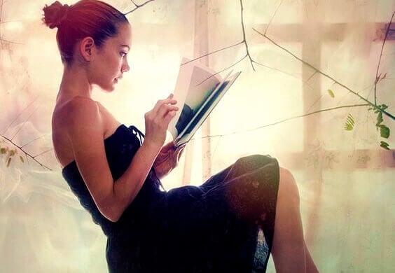 mulher-vendo-livro-de-fotos