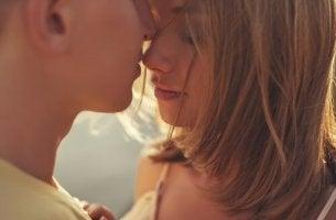 Segundo a ciência, com quantas pessoas deveríamos ter relações sexuais?