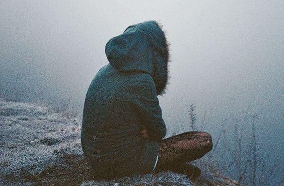 mulher-contemplando-o-vazio