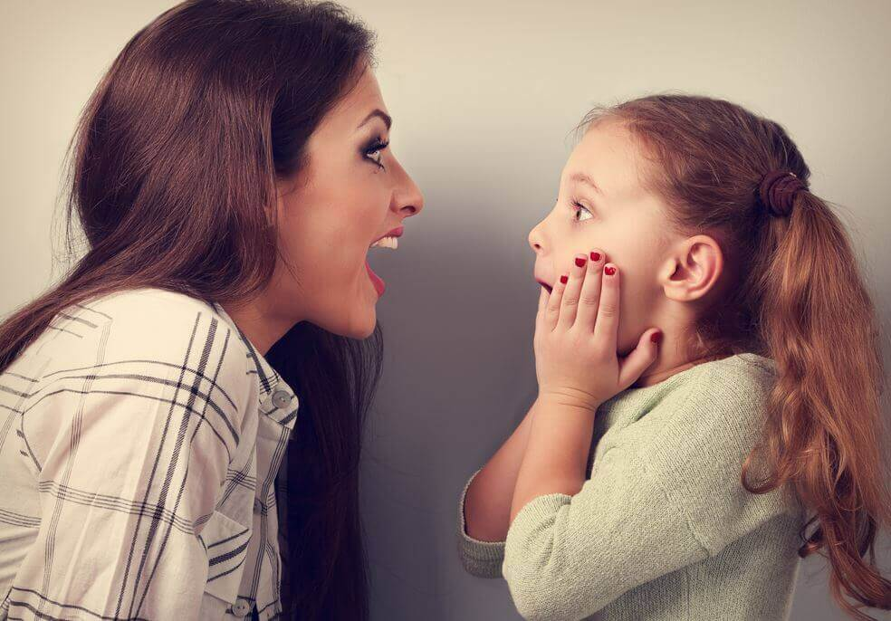 mae-e-filha-brincando