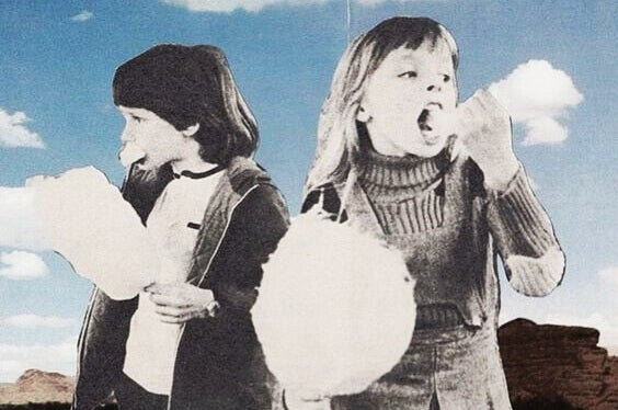 criancas-comendo-algodao-doce