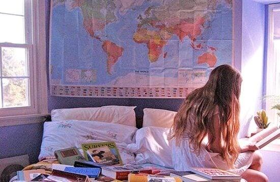 menina-em-seu-quarto