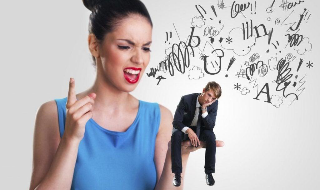 mulher-brigando-com-marido