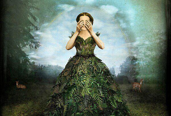 mulher-com-vestido-de-plantas