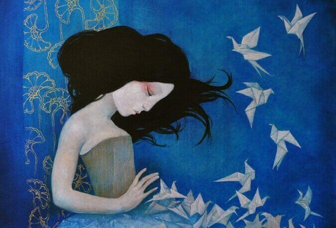 Mulher com pássaros de papel