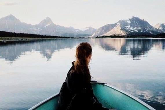 menina-barco-paisagem