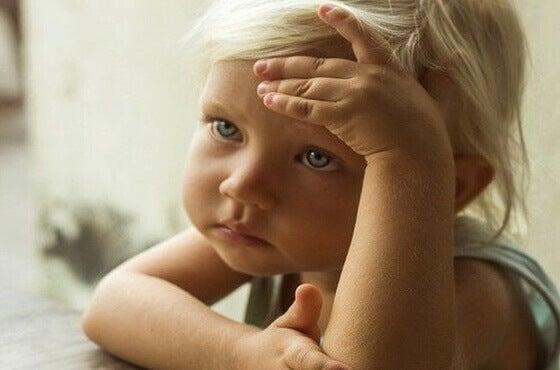 Criança com infância difícil