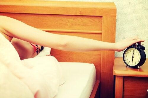 Acordar cedo com despertador
