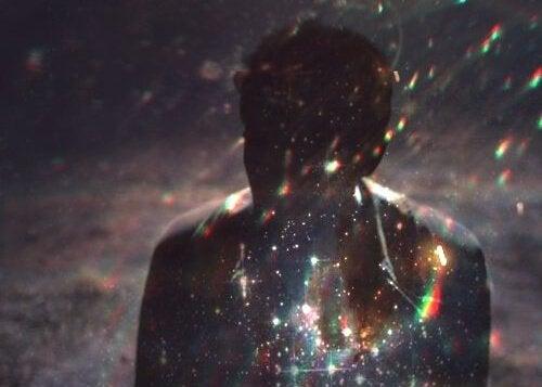 homem-luzes-brilhantes