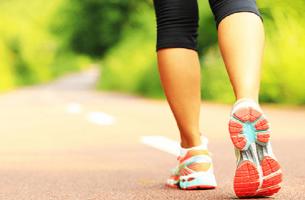 Caminhar beneficia as pessoas que sofrem de fibromialgia