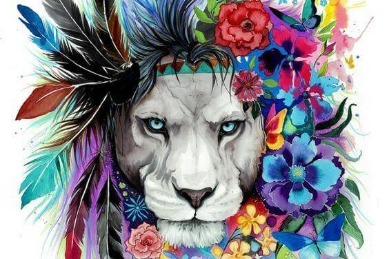 Leão com juba de penas e flores