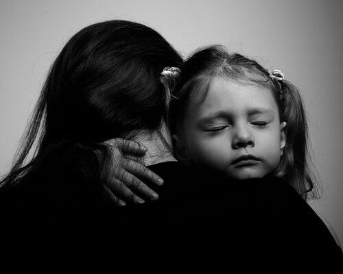 Choravas baixinho, quando embalavas os teus filhos nas noites frias