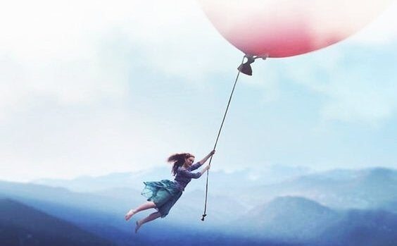 mulher-voando-balao