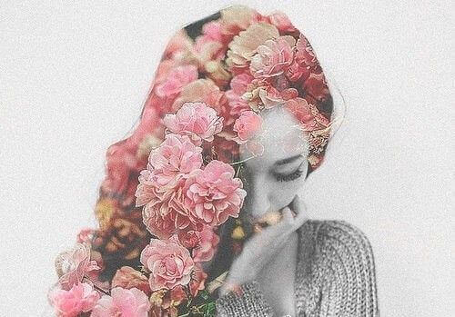 mulher-cabelo-de-flores