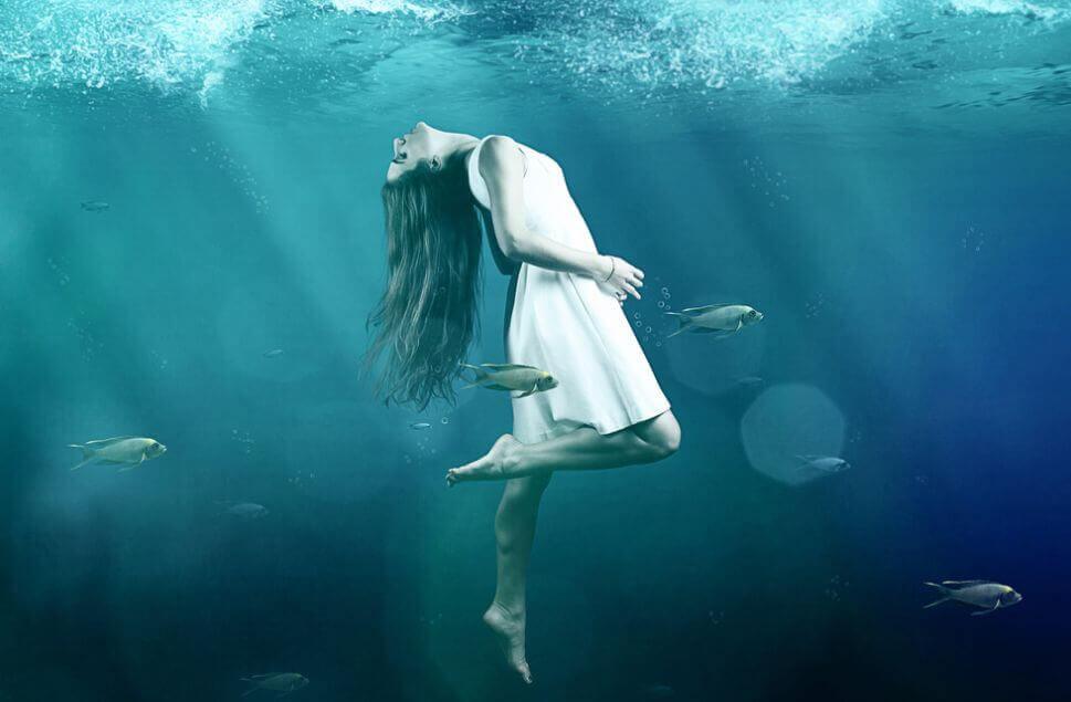 mulher-no-fundo-do-mar