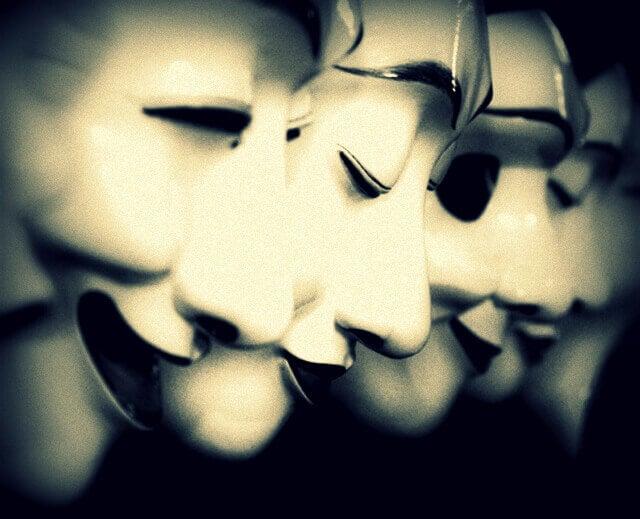 A máscara da meia verdade