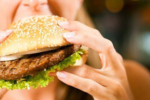Fome emocional: um dos disfarces favoritos da ansiedade