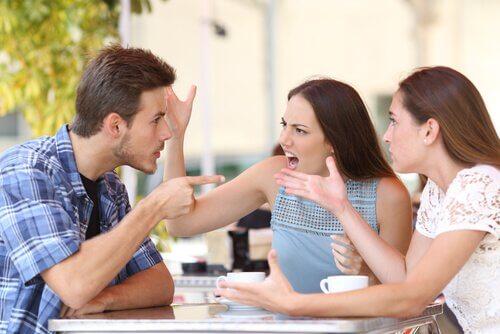 7 atitudes comuns das pessoas intolerantes