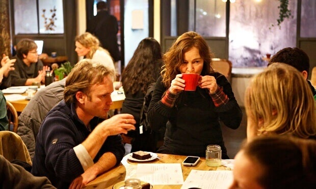 """Você já ouviu falar dos """"cafés da morte""""? É uma ideia interessante..."""